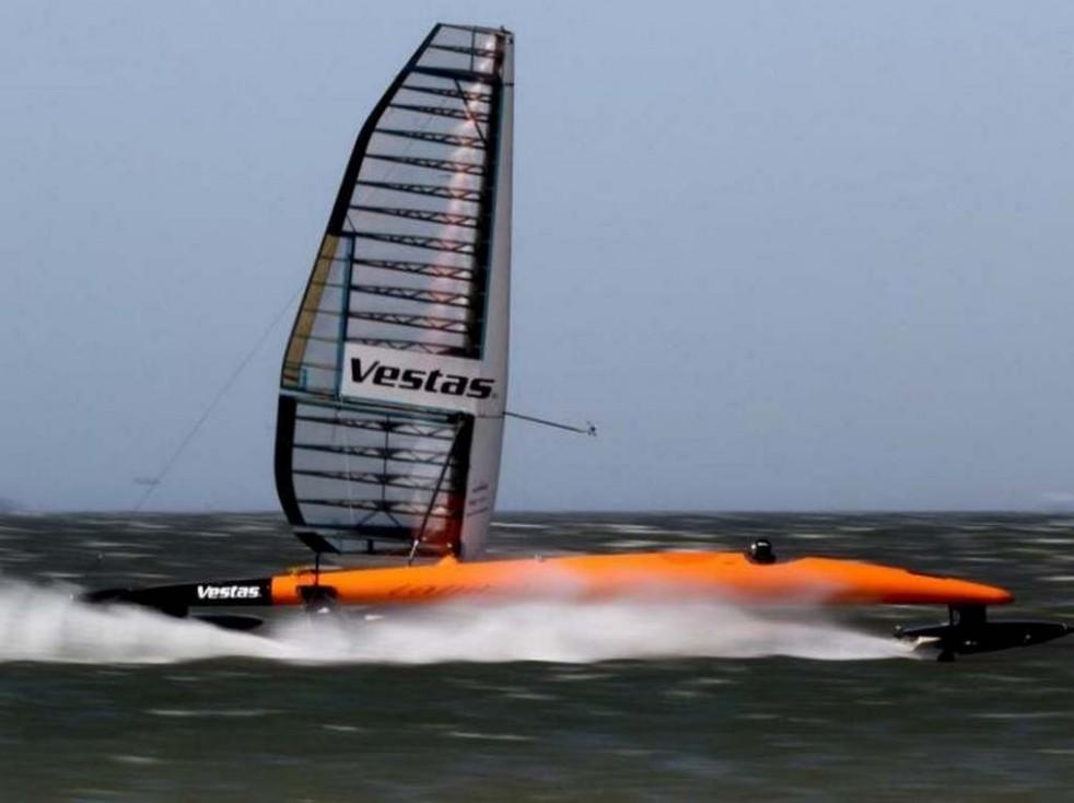 "Vestas Sailrocket 2 ""width ="" 643 ""height ="" 367 ""data-caption ="" Vestas Sailrocket 2 ""><img loading="